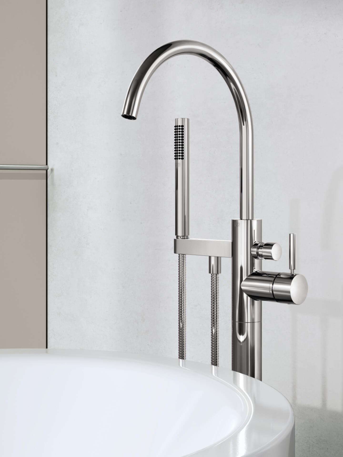 Miljøbilde badekararmatur META 25863661 Dornbracht i krom. Nærbildde på beige bad.