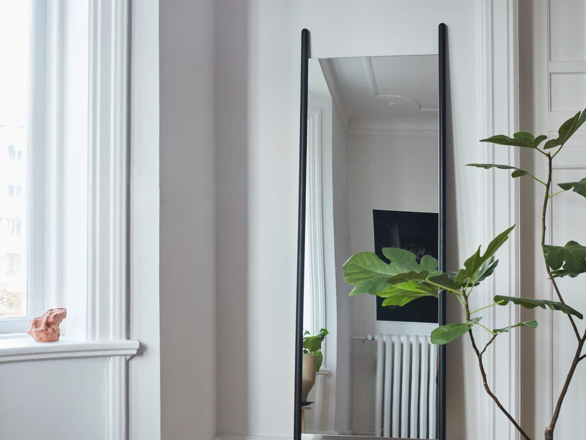 Skagerak Denmark Georg mirror
