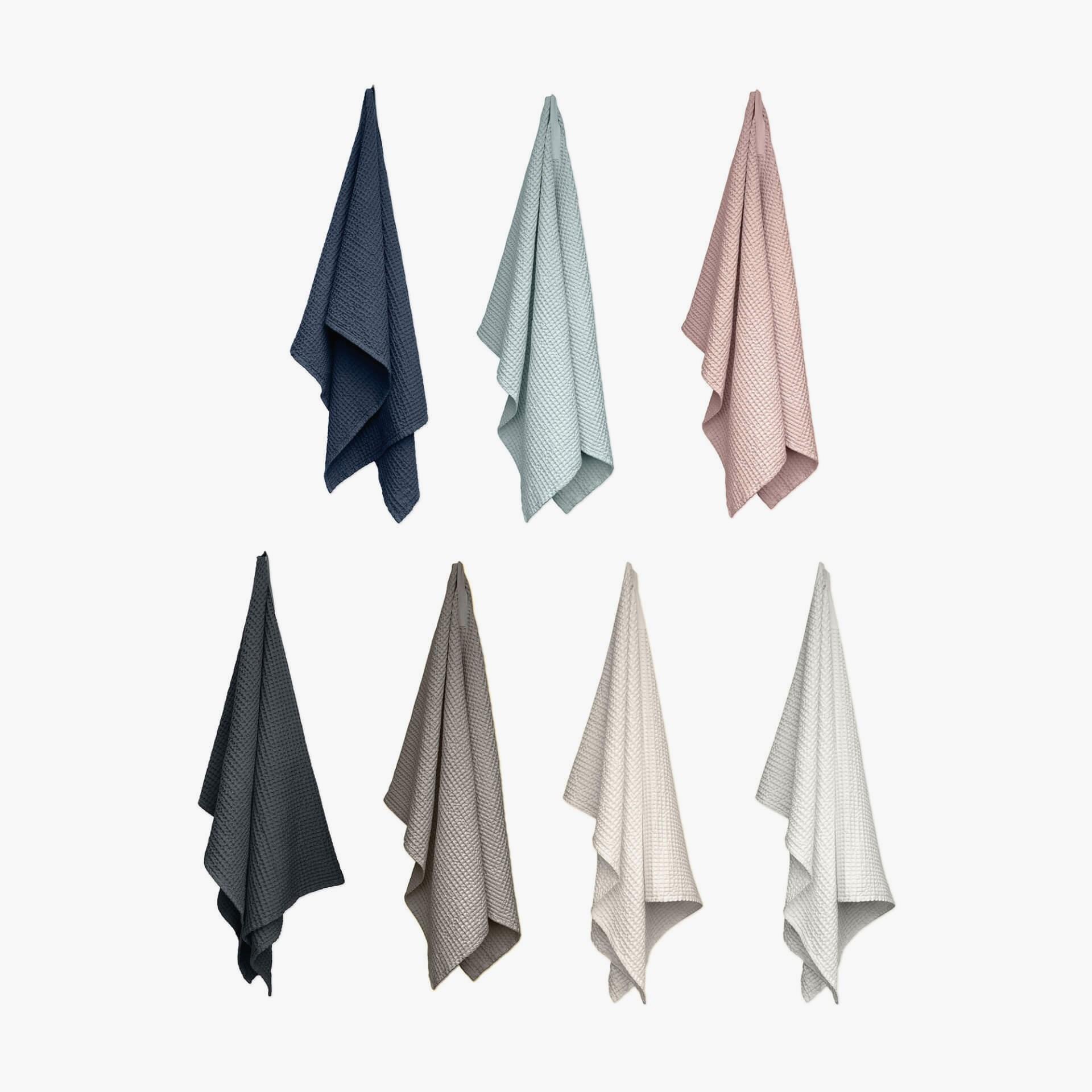 Produktbilde badehåndklær bomull. Big waffle towel and blanket fra The Organic Company. Alle farger presentert.